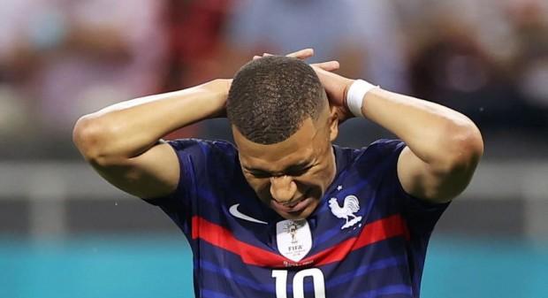 Mbappé rate son penalty