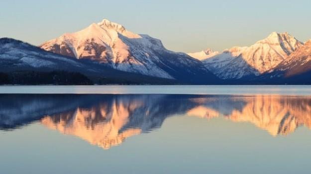 Montagnes reflets et neige
